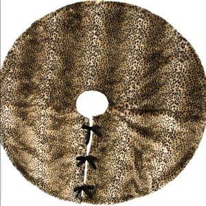 "Leopard Faux Fur 52"" Christmas Tree Skirt NWTS"